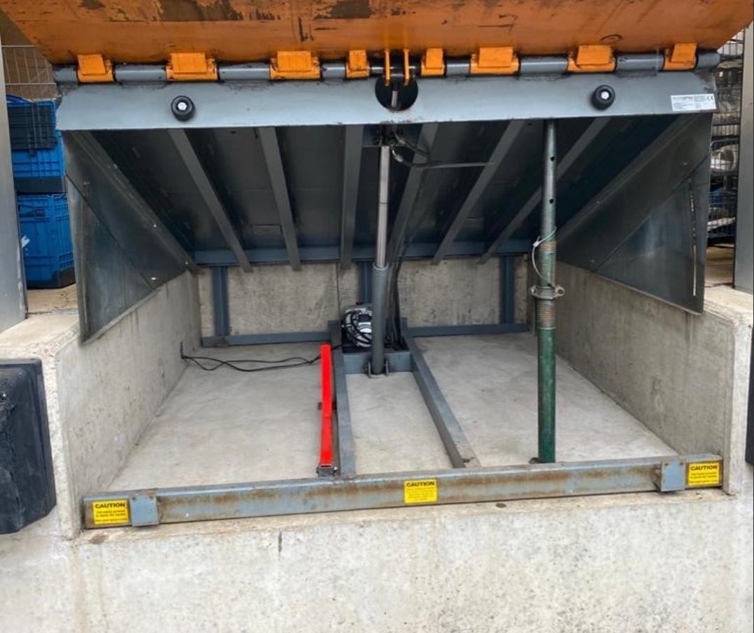 New serviced dock leveller